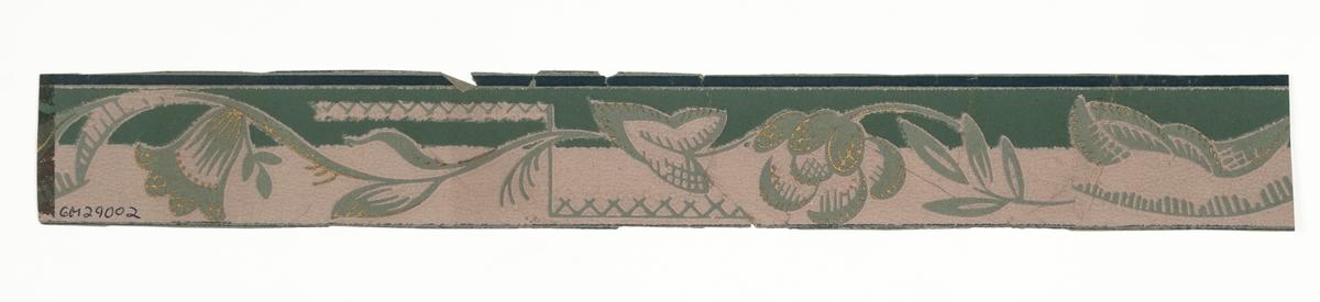 Grågrönt genomfärgat papper med stiliserad blomma och geometriskt ornament. Tryck i guld samt i en mörkare grågrön nyans på en ljusgrå bakgrund.