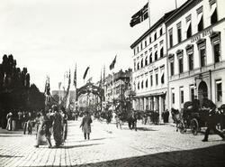 Karl Johans gate, pyntet for Fridtjof Nansens hjemkomst i 18
