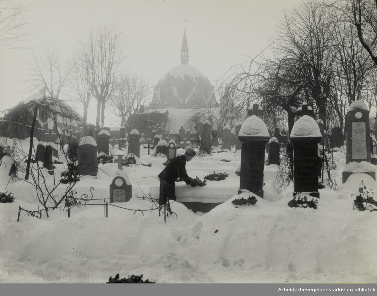 Krist kirkegård. 1910 - 1912