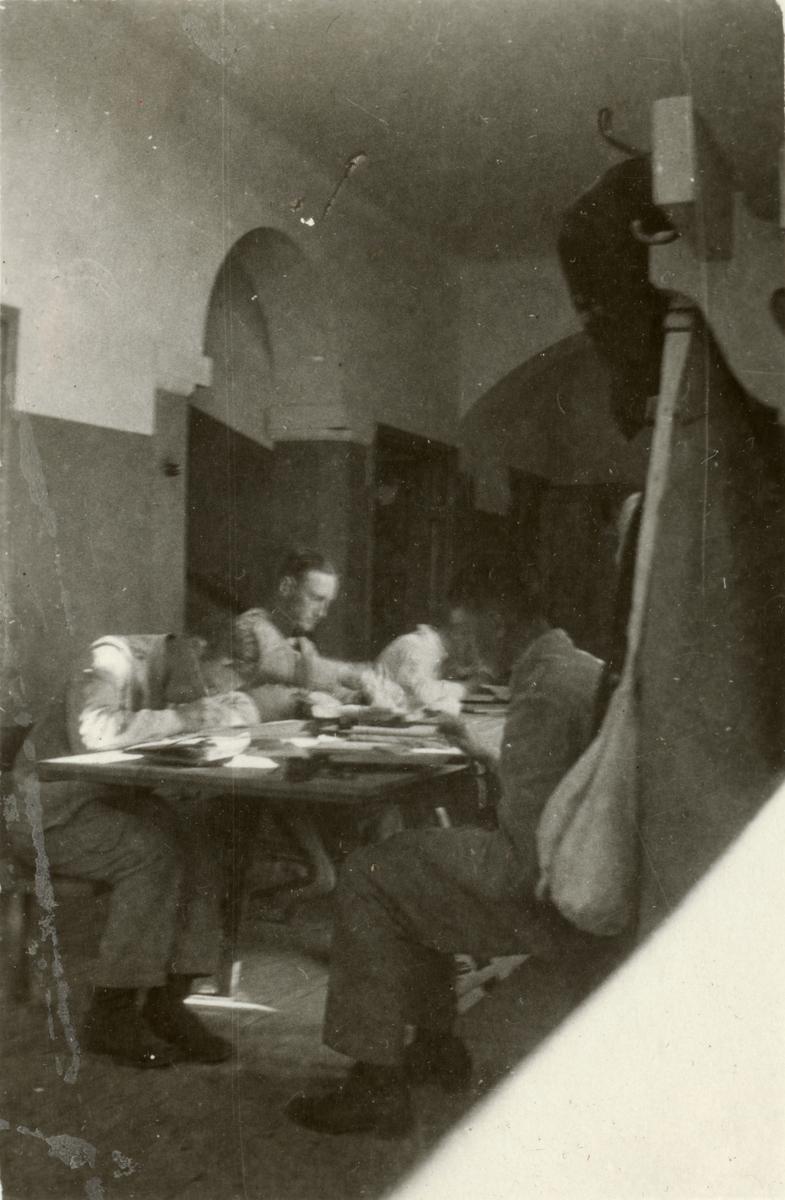 Studiero bland kadetterna på Krigsskolan Karlberg.