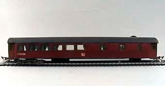 Modell i skala 1:87 av restaurangvagn Litt Ro3. Monterad byggsats från Wentzells hobby. Deffekt:Boggier trasiga saknar hjul  Modell/Fabrikat/typ: Ho