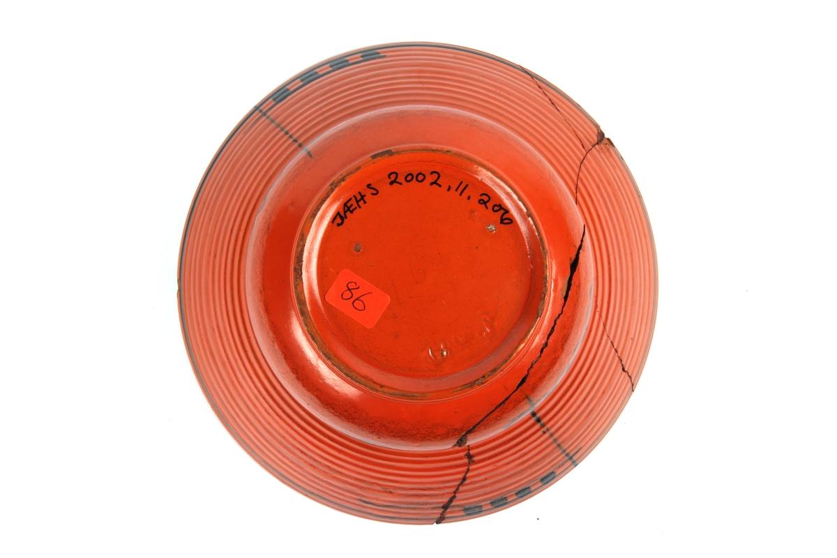 Uranrød potteskjuler med sort glasurkant.