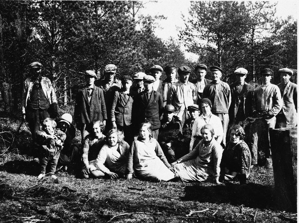 Skogplanting i Njåskogen i 1930. Leigearbeid for Jæren Skoglag.