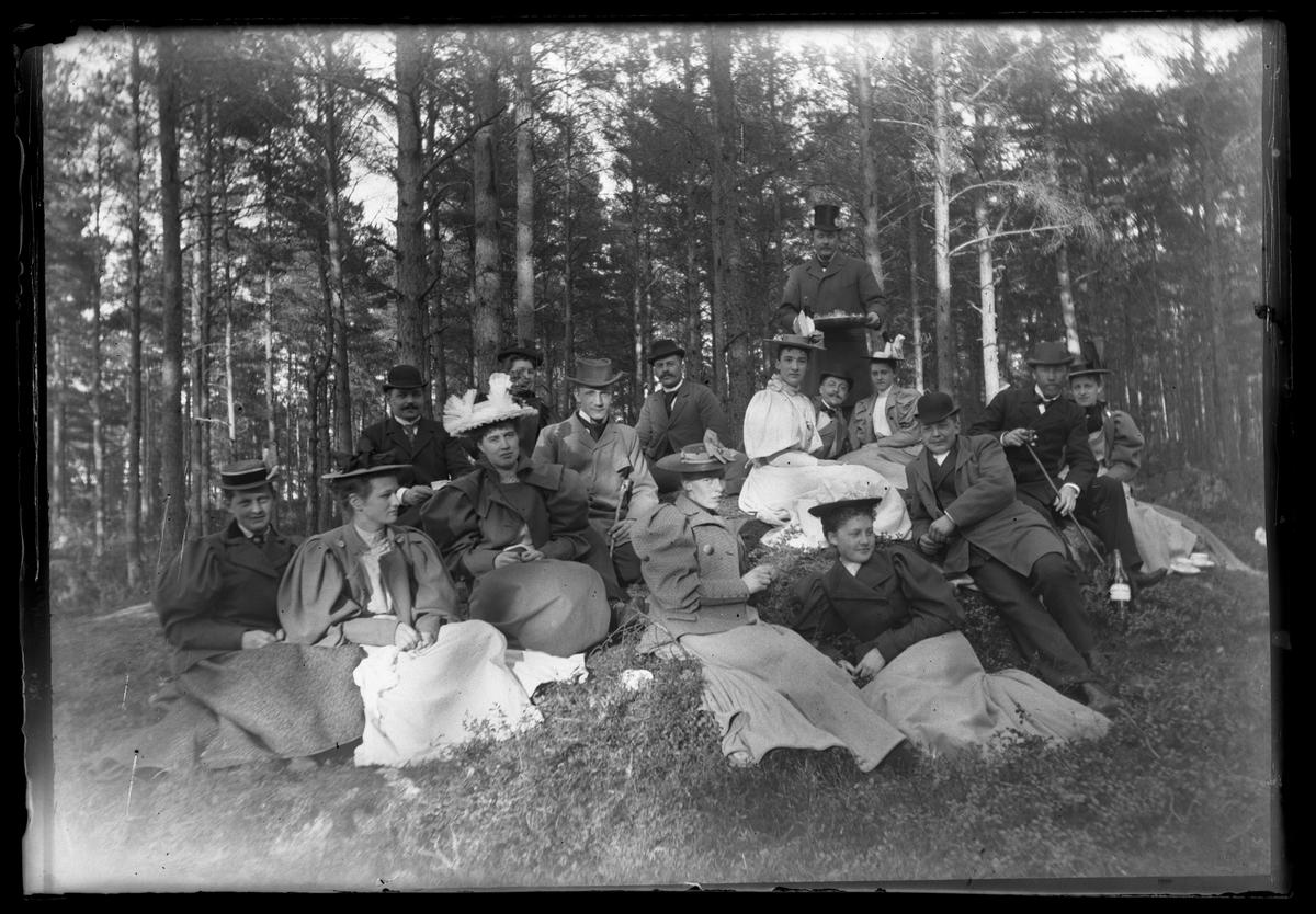 Tideströms på utflykt i Trumslagarskogen, Västerås.