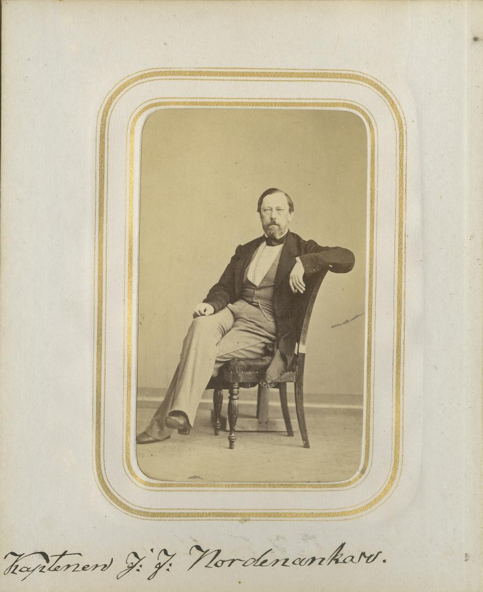 Porträtt av Johan Fredrik Nordenankar, kapten vid Andra livgrenadjärregementet I 5.  Se även bild AMA.0001868 och AMA.0001952.