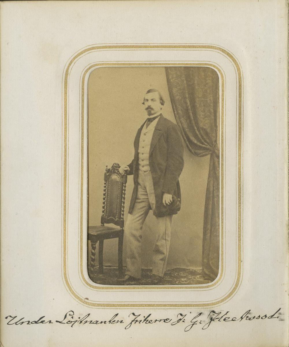 Porträtt av Johan Gustaf Georg Fleetwood, underlöjtnant vid Andra livgrenadjärregementet I 5.  Se även bild AMA.0001972.
