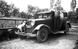 Pojke vid bil (Dodge Victory Six, 1928).