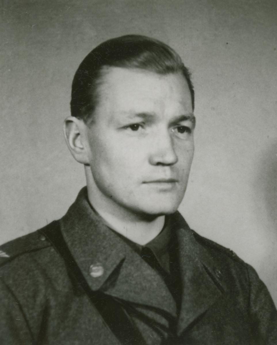 Porträttfoto av soldat Gustafsson (nummer okänt) vid F 19, Svenska frivilligkåren i Finland under finska vinterkriget, 1940.