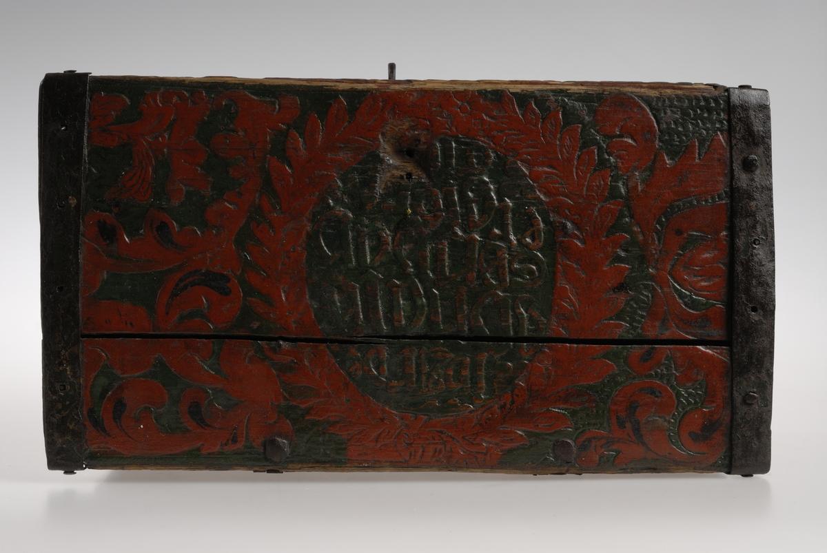 Overmalt 1815, store planteornamenter.