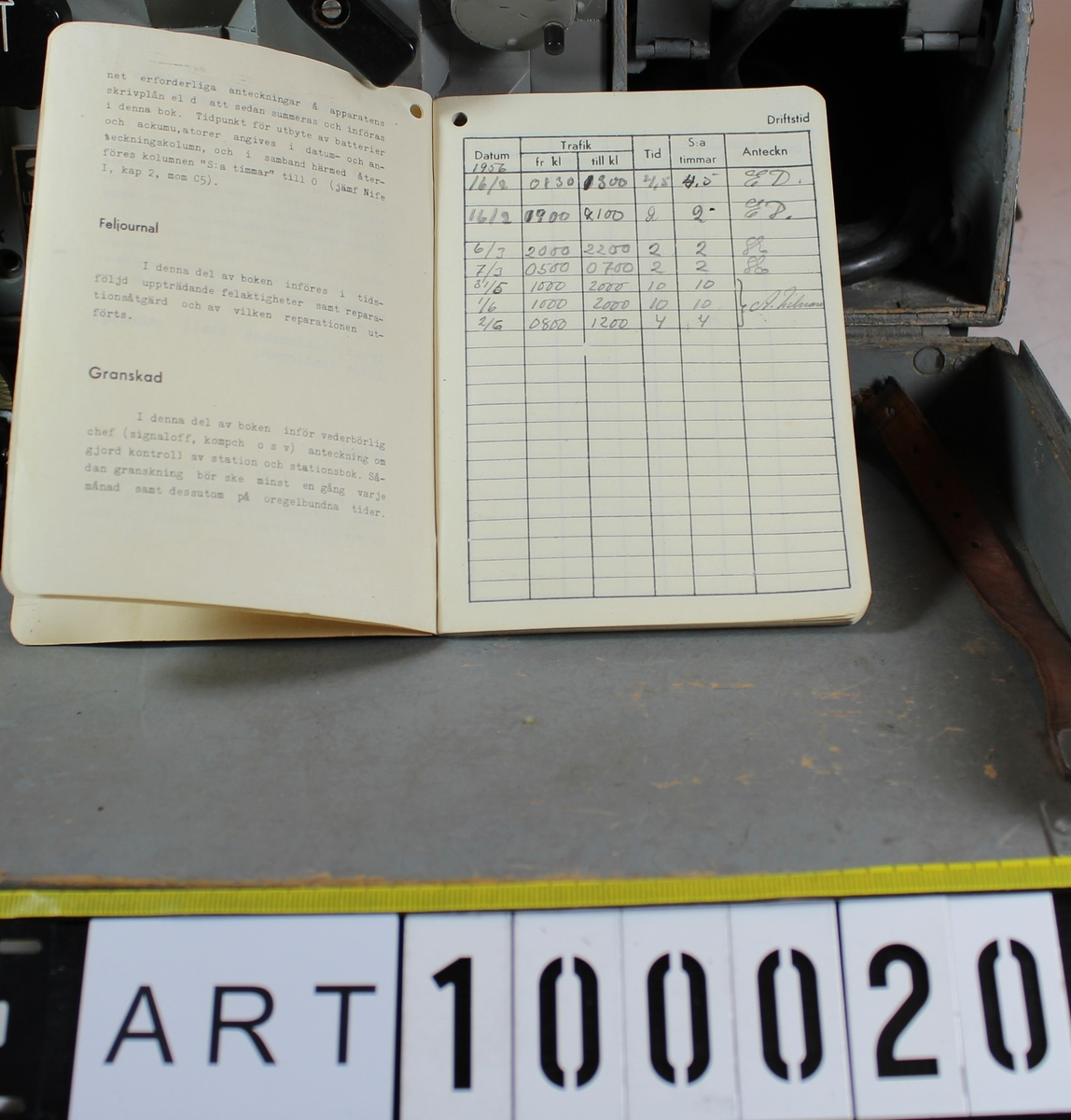 Radiostation 10 W Br/4 m/39-43  Bärbar kortvågsstation för telgrafi (A1) och telefoni (A3). Anskaffades i början av 1940 och avvecklades 1960 talet.  Tekniska data: Sändningsslag:         Telegrafi (A1) Telefoni (A3) Antenneffekt:         5 – 7 W vid A1 6 – 8 W vid A3 Antenn:                  Kastantenn bestående av 2 st ca 9 m långa antennlinor samt 2 st linor av                                            samma längd, vilka tjänstgör som motvikt. Räckvidd:                  Med normalantenn Telegrafi 50 km Telefoni 20 km Frekvensomfång:          Sändaren 2500 – 5000kHz                                           Mottagaren 1300 – 6100 kHz  Moduleringsslag:           Amplitudmodulering Sändartyp:                  Självstyrd oscillator, effektsteg, mottagarktkopplat modulatorsteg Mottagartyp:                  Superheterodynmottagare med mellanfrekvensen 1200 kHz.                                           Överlagringsoscillator för telegrafimottagning. Rörbestyckning:          Sändaren 2 st AL1, 2 st KL4                                           Mottagaren 3 st K2, 1 st KL4 Strömkällor:                  H a n d g e n e r a t o r n lämnar två olika spänningar: 8 och 350 volt. Den                                            förstnämnda spänningen matar sändarrörens glödtrådar och S-M- reläets                                            manöverlindningar vid sändning A1 samt kan dessutom användas för                                             laddning av stationens Nifeackumulatorer.                                           T o r r b a t t e r i e t av typ A126 lämnar spänning till mottagarrörens anoder                                            och till vissa galler.                                           N i f e a c k u m u l a t o r e r n a av typ D10 matar mottagarrörens glödtrådar,                                            fungerar som mikrofonbatteri och avger manöverström till S-M-reläet vid                                            telefonisändning.            