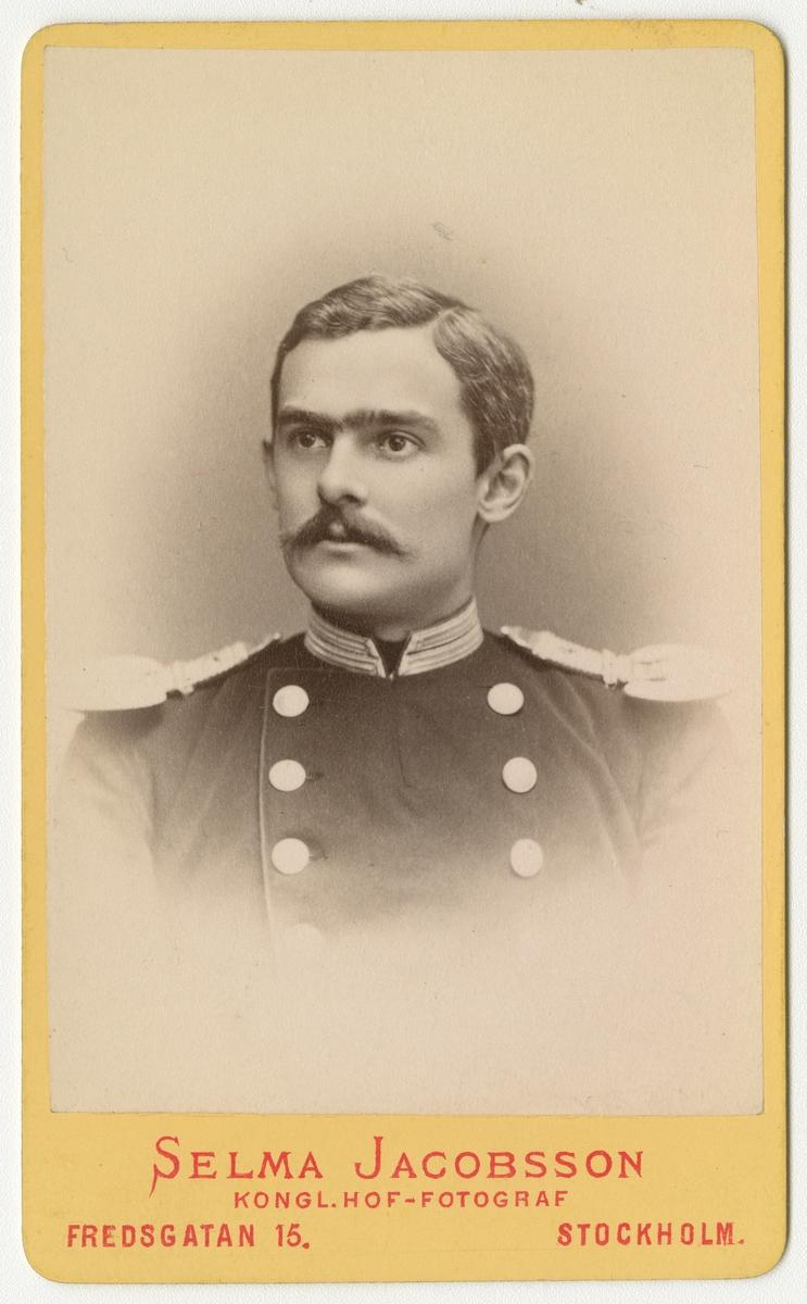 Porträtt av Johan Gillis Samuel Arfwidson, löjtnant vid Andra livgrenadjärregementet I 5.  Se även bild AMA.0001989, AMA.0006778 och AMA.0021774.