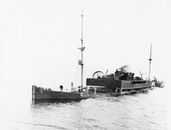 TS LEDA (bygget 1920) liggende som vrak i Stettinhavet, juli 1947.