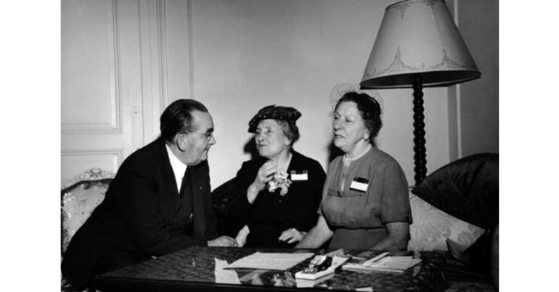 Døvblinde Helen Keller på besøk i Norge, her sammen med Polly Thomson og Conrad Bonnevie- Svendsen (Foto/Photo)
