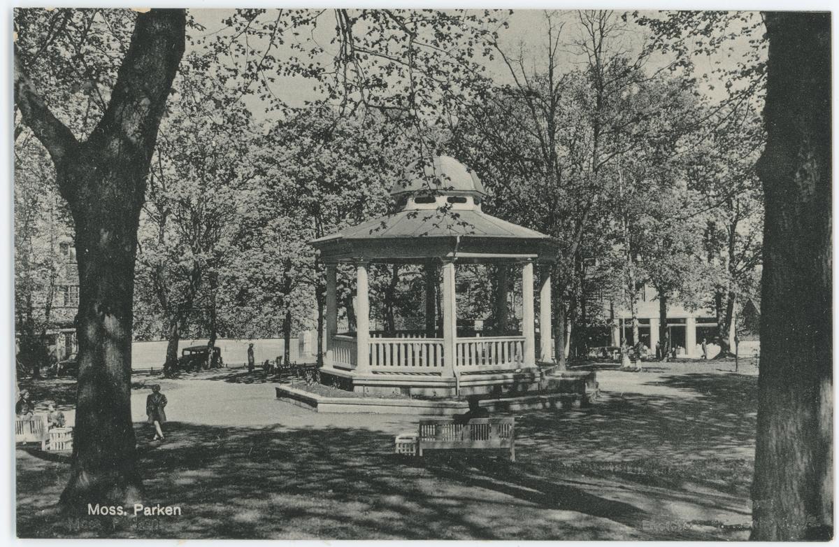 Postkort. Musikkpaviljongen i Kirkeparken, bygget i 1920.