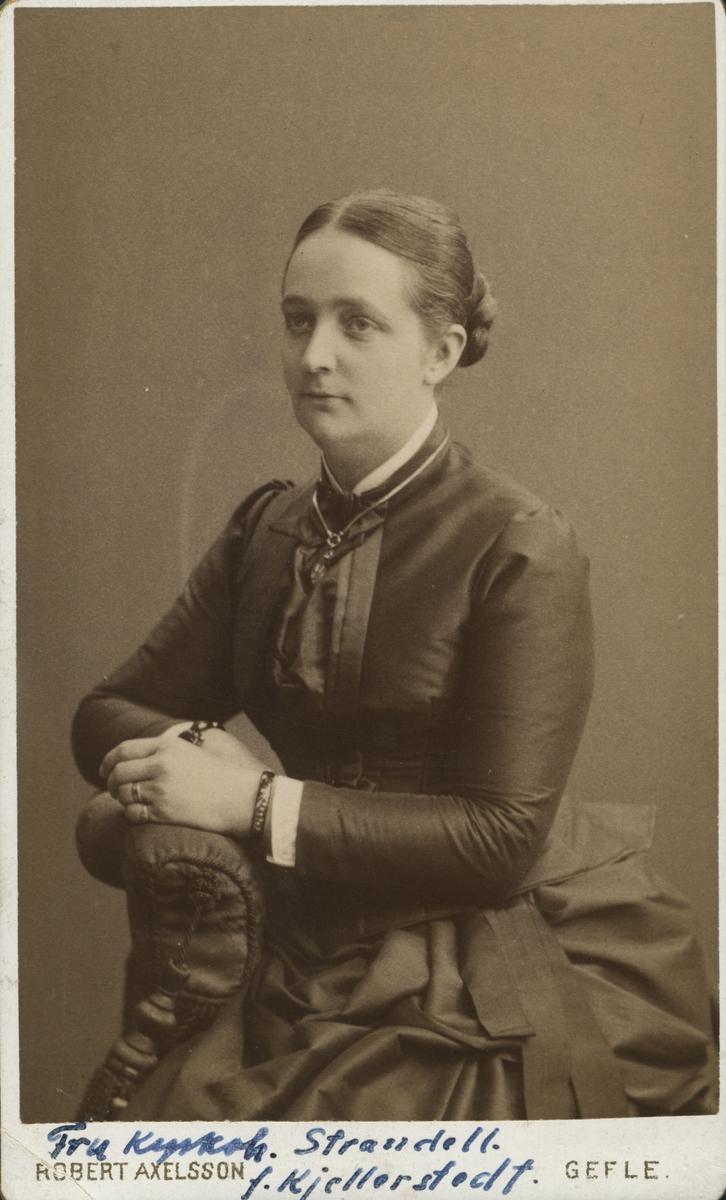 Fru Alma Strandell, f. Kjellerstedt.