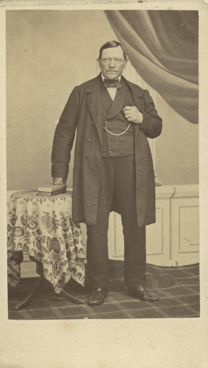 Sjökapten G. Nylén.