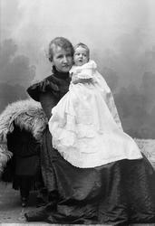Bru Borch med sin datter Hønefoss