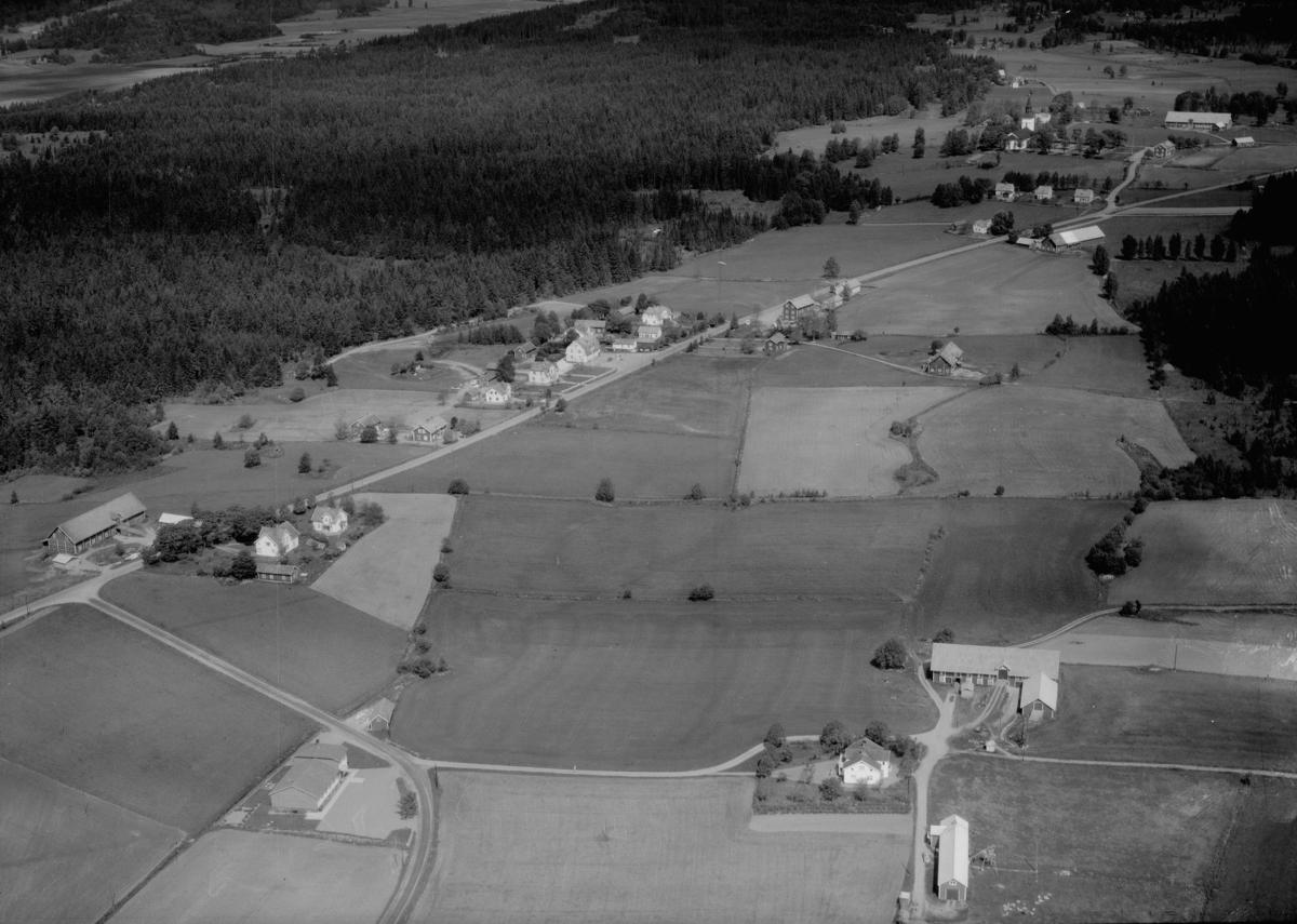 Flygfoto över Svarttorps kyrka i Jönköpings kommun. 1305 / 1966