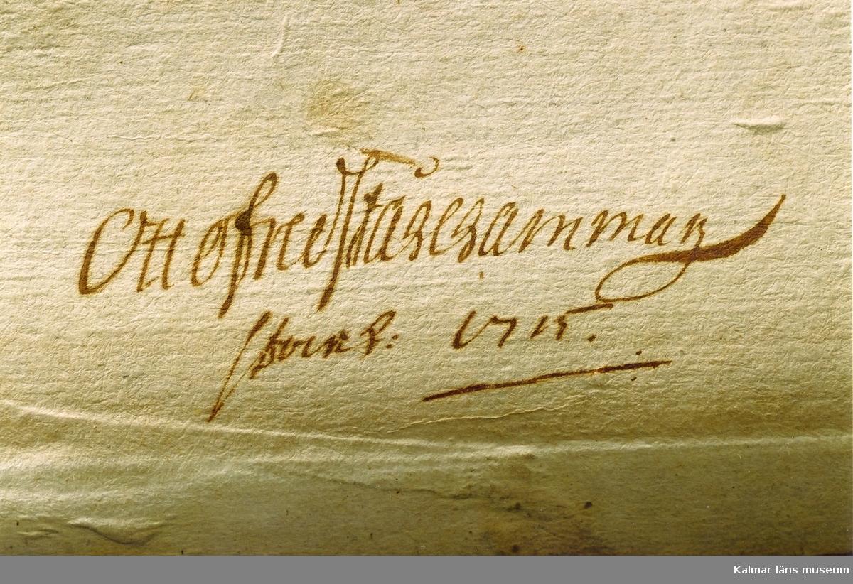 KLM 21072. Notbok, handskrift. 139 blad (278 s). Tvärformat 20,5 x 15,5 cm. Pergamentband med kantränder och präglat mittornament. Pärm av trä fodrad med lumppapp och klädd med pergament på utsida. Pärmens kortsidor försedda med hål för att kunna knytas ihop med band eller snöre. På pärmens insida: Otto Fredrik Stålhammar Stockh:1715. PÅ försättsbladet en handskriven vers som börjar Min lust är min glädje... På försättsbladets andra sida handskriven instruktion för Violins Incipienten (5 s). Därefter diverse kompositioner.