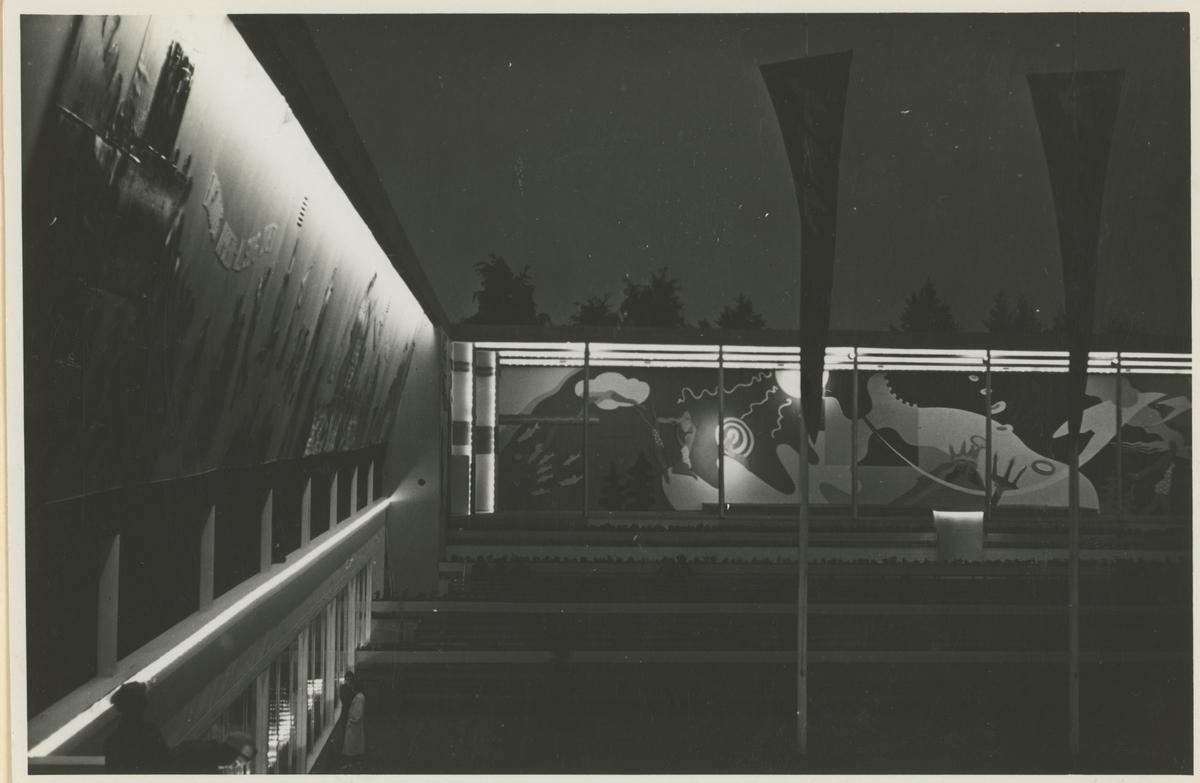 Jubileumsutstillingen i Moss 1937 da Moss Handelsstand feiret sitt 50-års jubileum. Fire kveldsbilder fra festplassen.