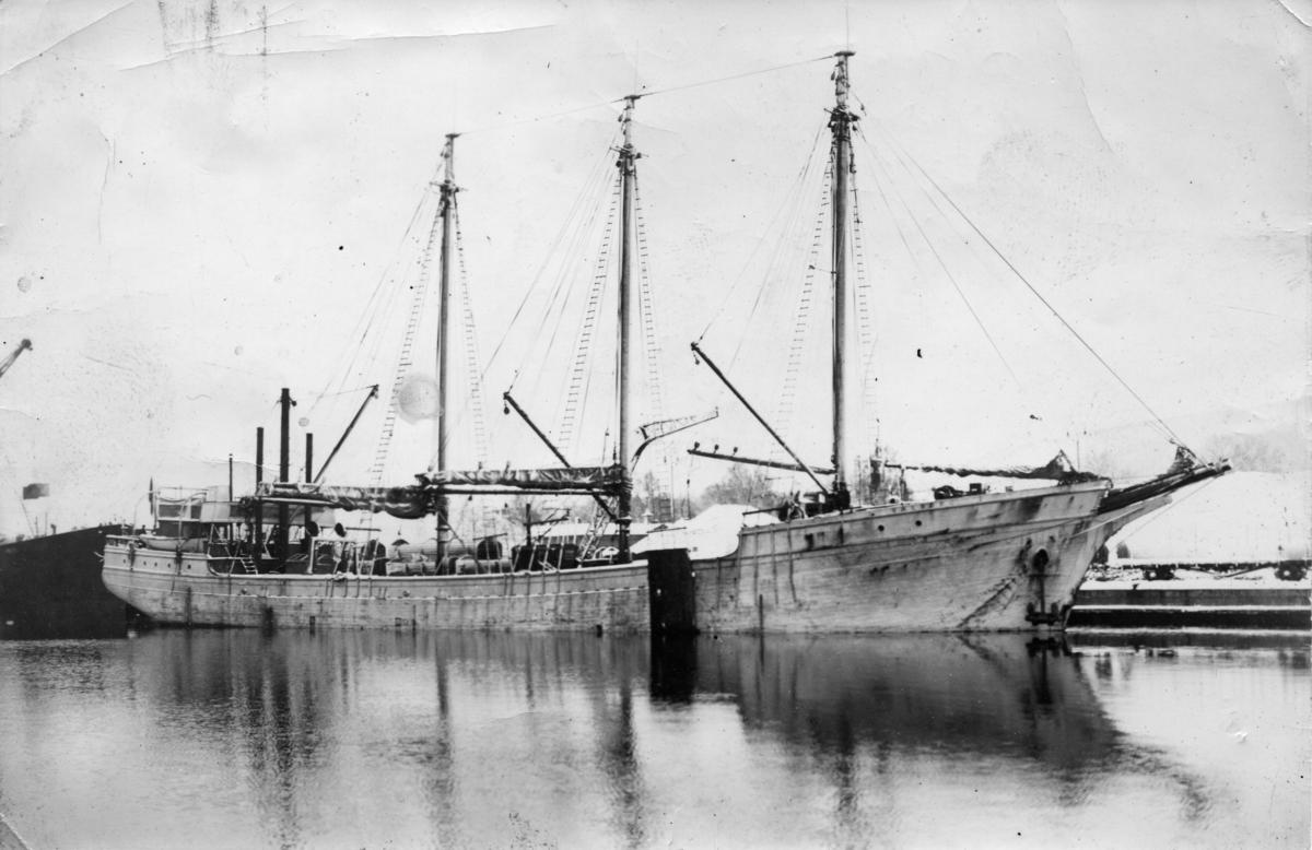 Fyrmastade skonertskeppet Valborg ägdes av Gustaf Erikson 1933 - 1943.