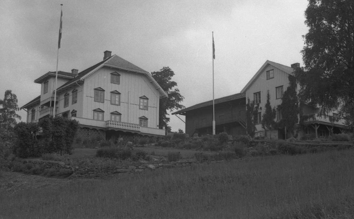 DOK:1971, Aulestad, veranda, hage, vognskjul,