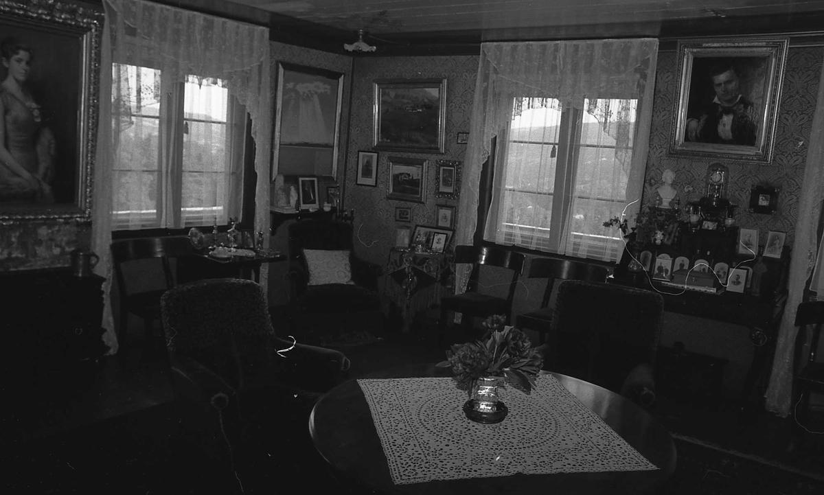 DOK:1972-1975, Aulestad, interiør, stue, bord, malerier,
