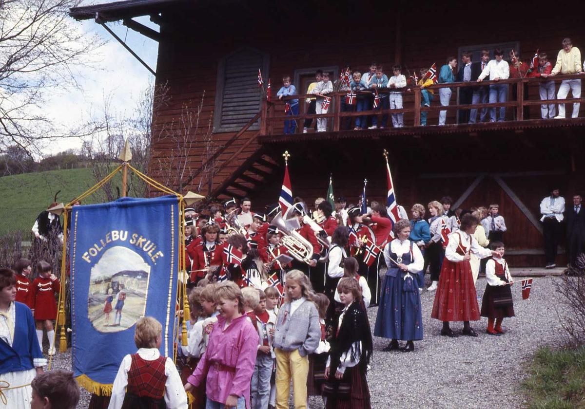 DOK:1990, 17. mai, fane, Follebu skole, bunad,