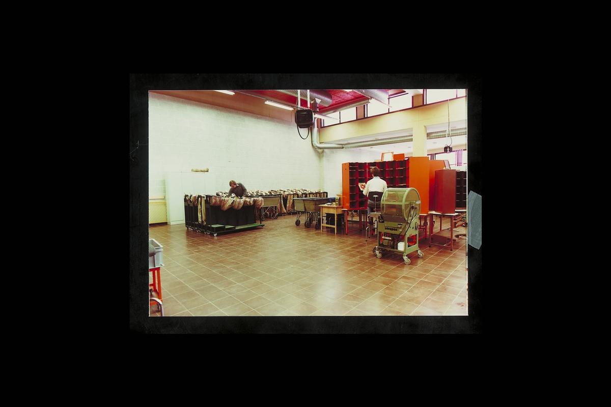 interiør, postterminal, 4604 Kristiansand S, sortering, sorteringsreoler, buntemaskin,postsekker