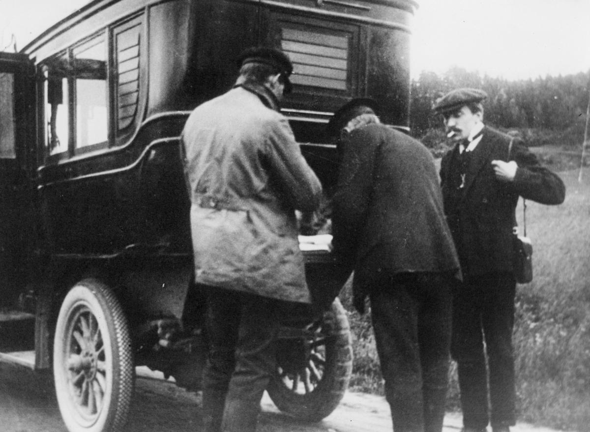 transport, bil, bilruten Steinkjer-Rødhammer, postutveksling, tre menn
