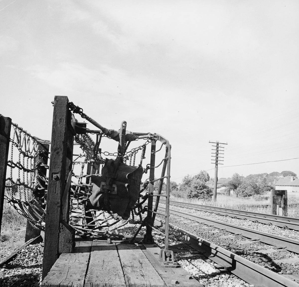 transport, stativ til og fange opp postsekker som blir kastet av togi fart i England eller USA