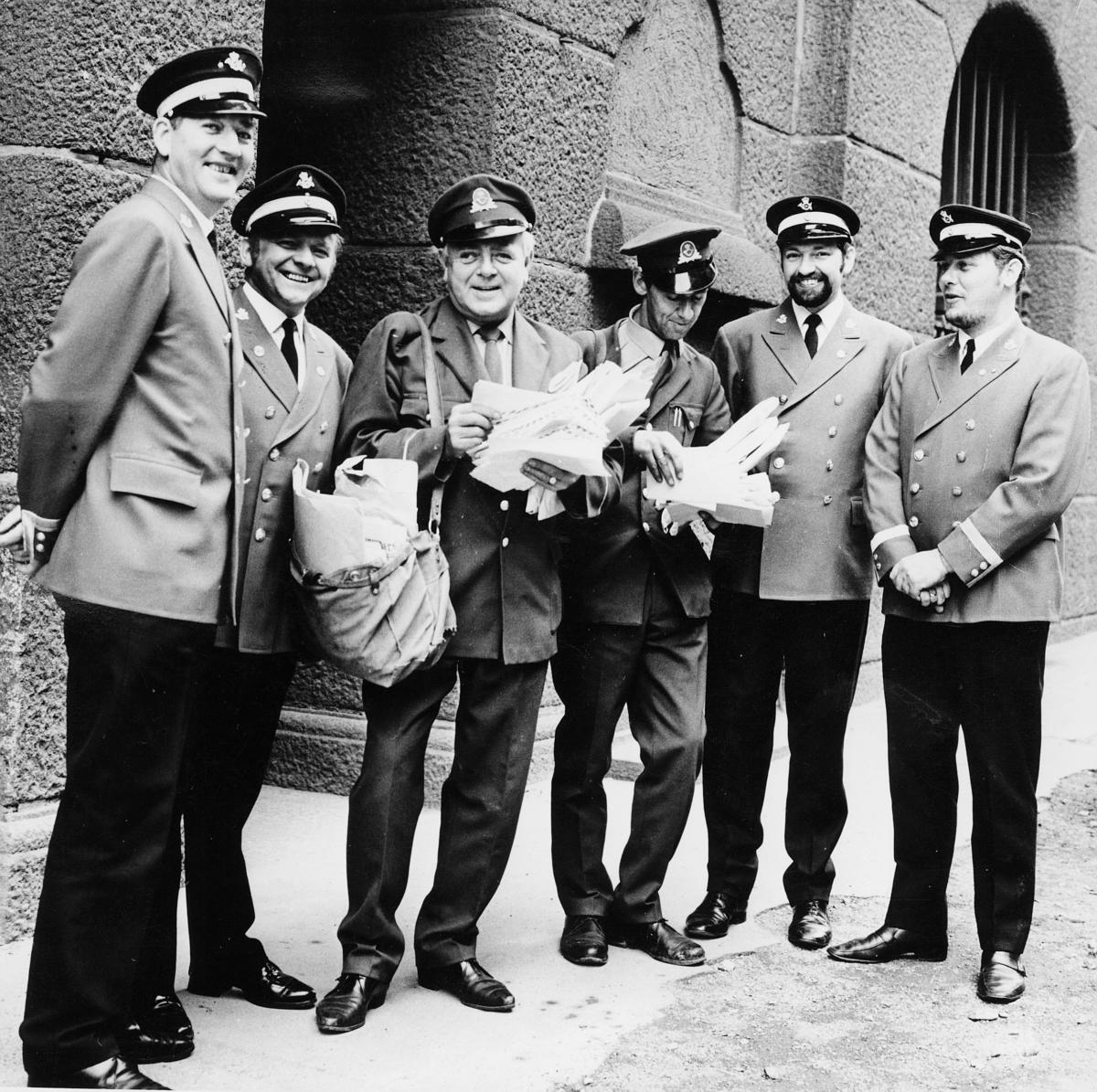 omdeling, Oslo, seks postbud, uniformer