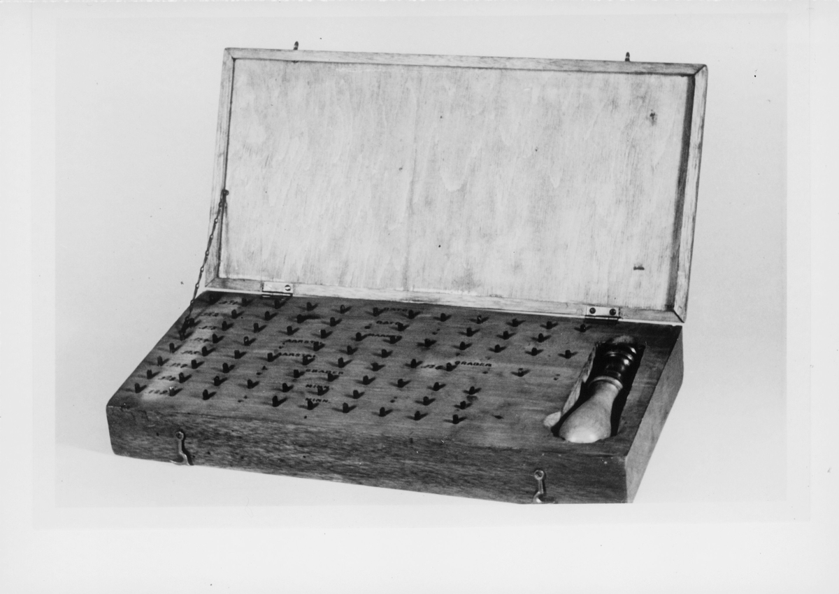 postmuseet, gjenstander, skrin, typeskrin, stempel, brukt på Roald Amundsens polarferd med Maud