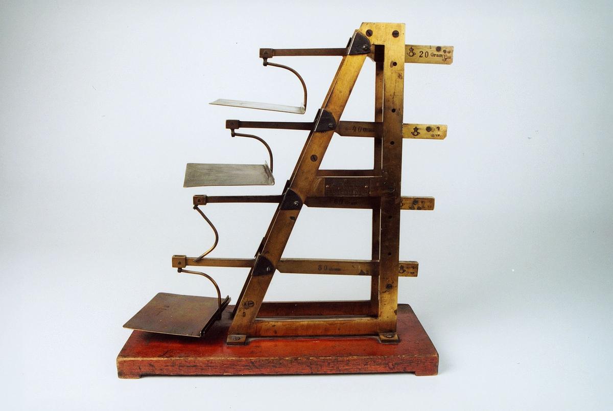 Postmuseet, gjenstander, vekt, trappevekt, brevvekt.