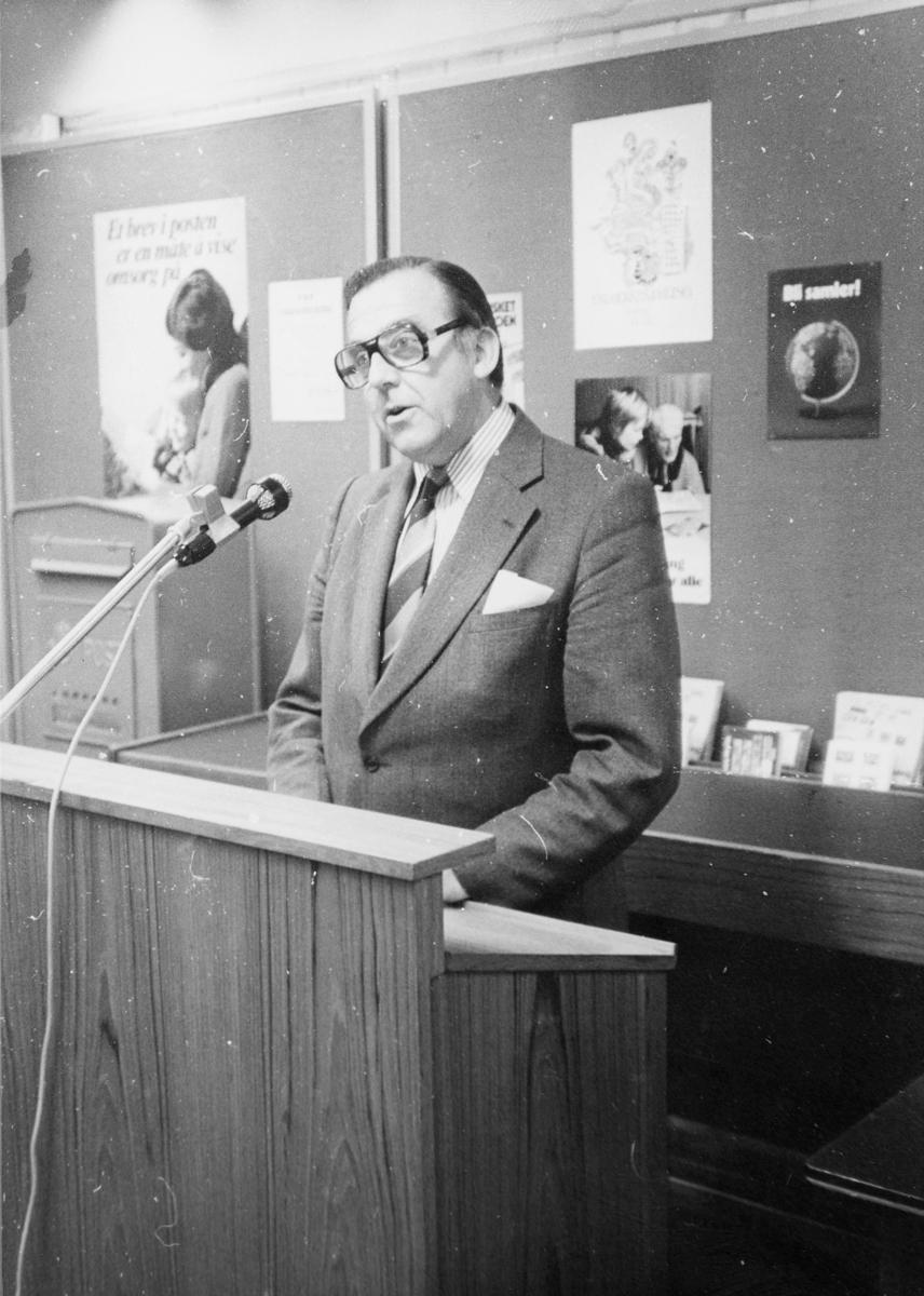 markedsseksjonen, nasjonal frimerkeutstilling, Filos 76, 8.-17. oktober, postkasse, stortingsrepresentant, Albert Nordengen holder tale