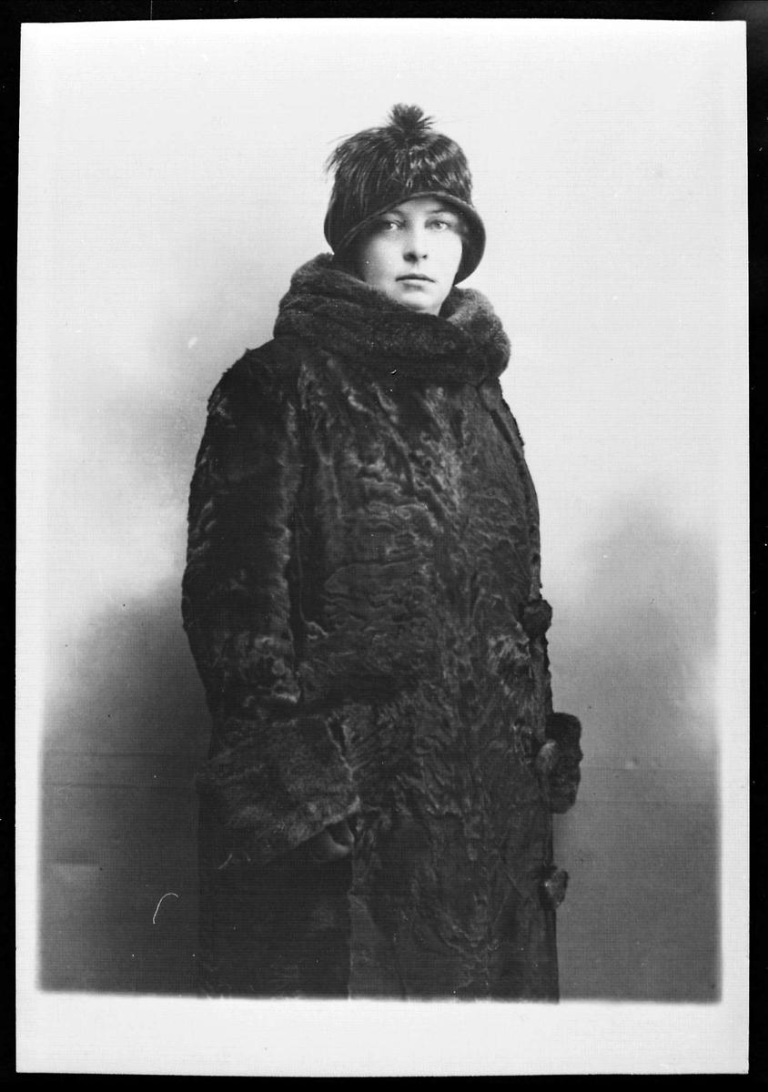 Kvinne, pels, hatt, portrett
