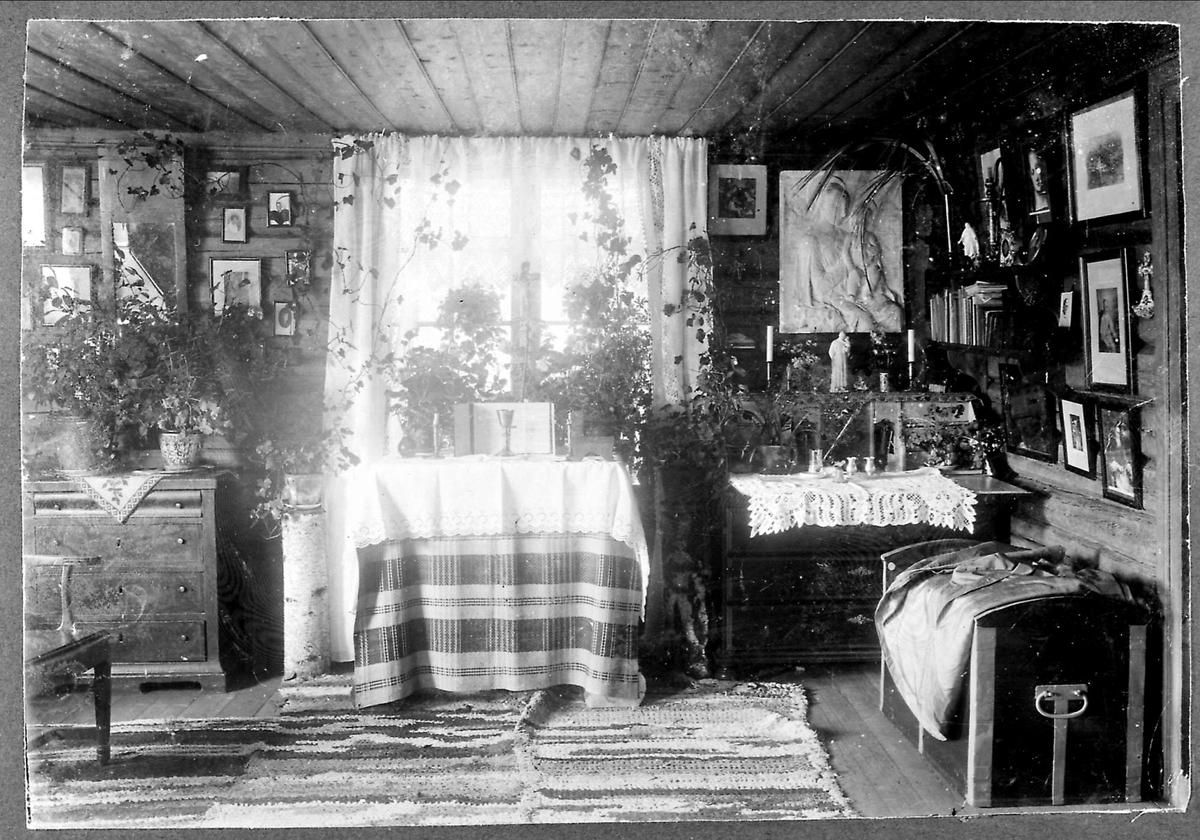 Tømmerhus, husalter, interiør