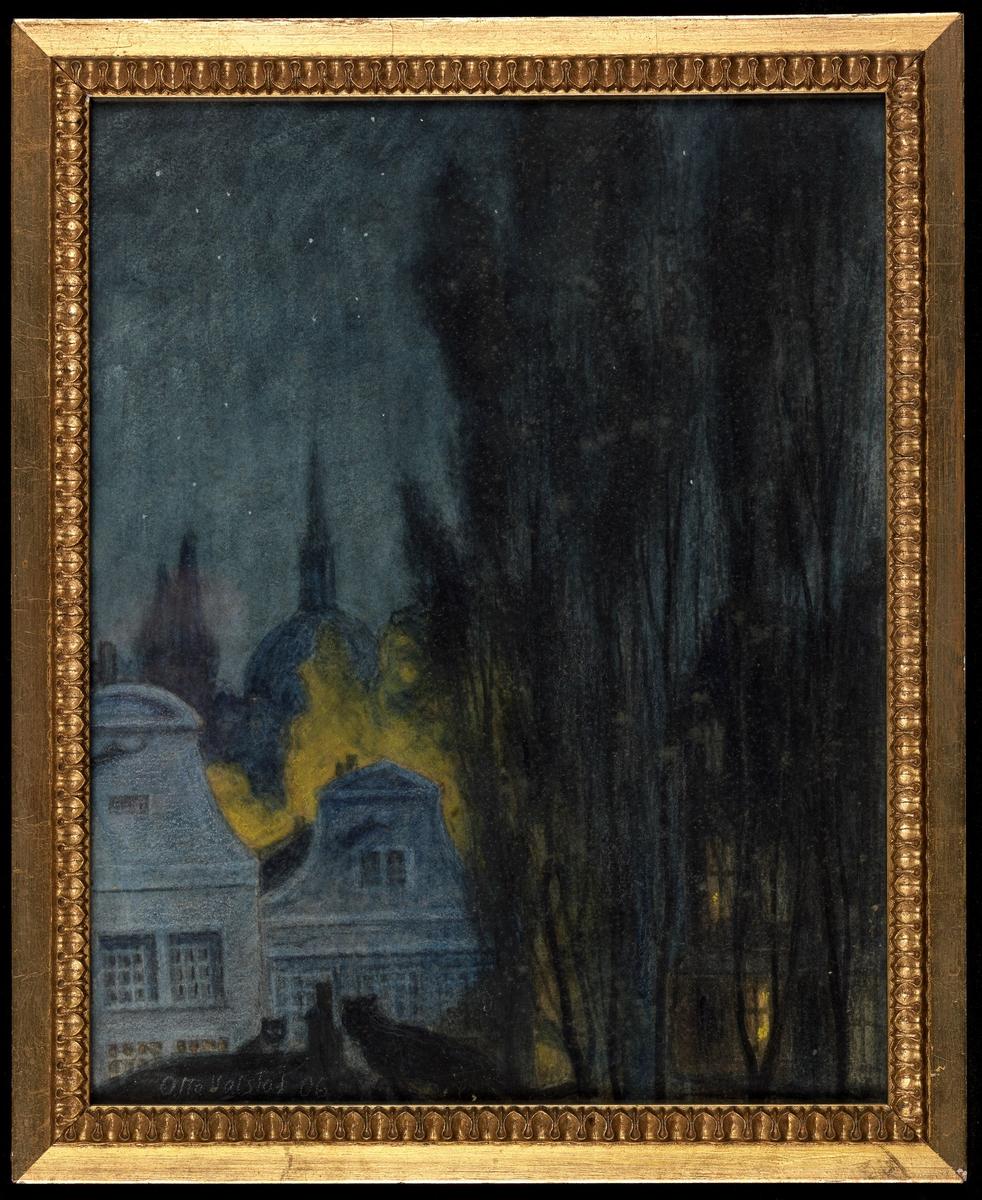 Stjernenatt, gavlene på 2 hus, kirkekuppel, trær, gulskjær i mellomgr., ellers blått m. sort.