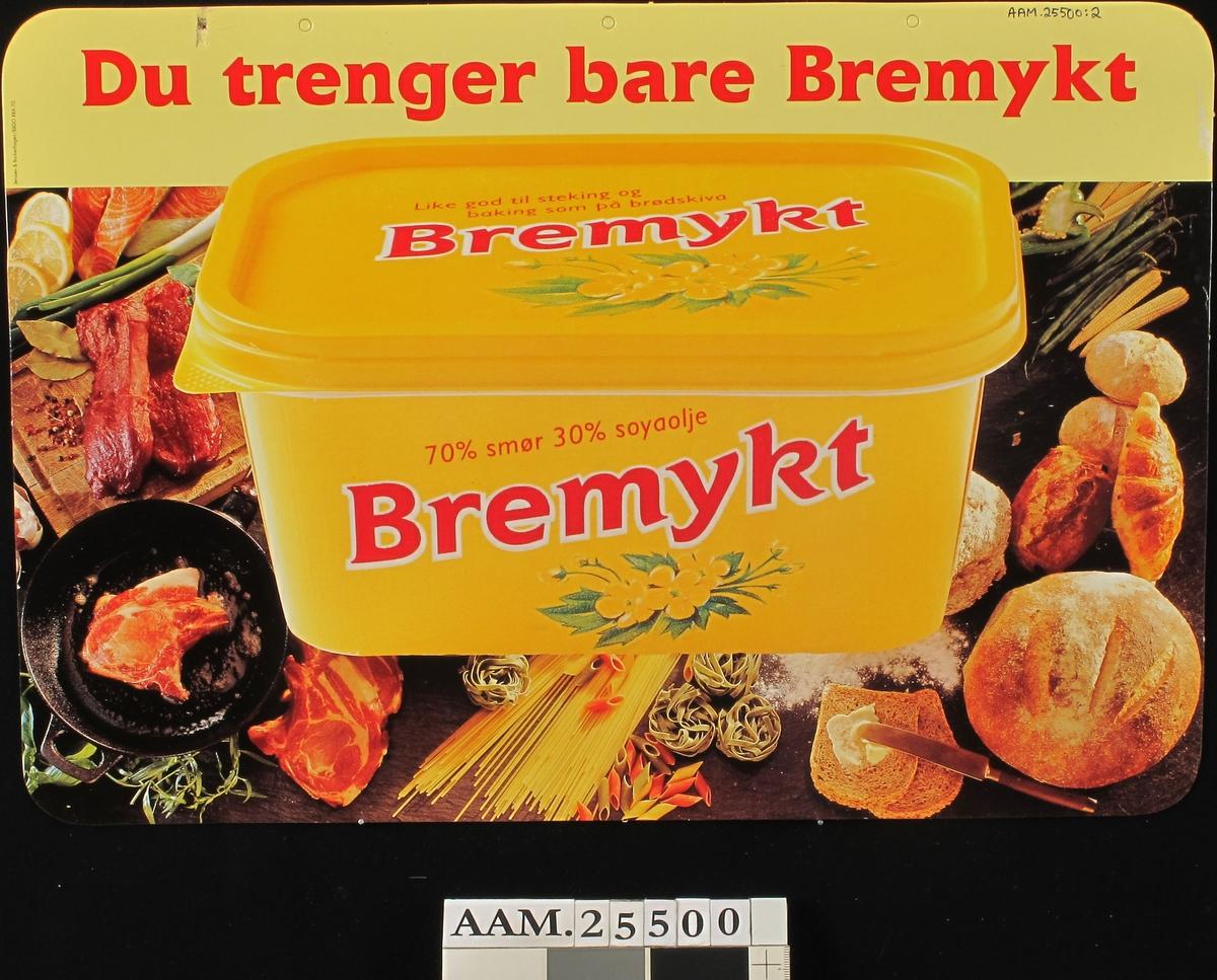 Bremykt-eske, mot kjøkkenbenk m.stekepanne, brød, mais, spagetti