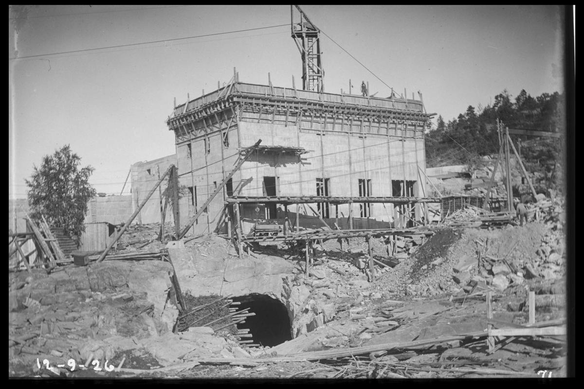 Arendal Fossekompani i begynnelsen av 1900-tallet CD merket 0468, Bilde: 78 Sted: Flaten Beskrivelse: Bygning med synk