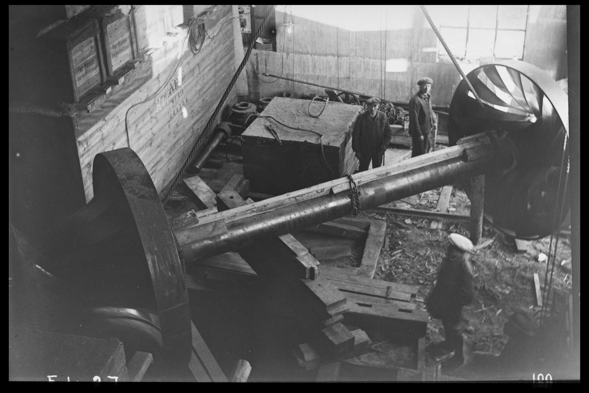 Arendal Fossekompani i begynnelsen av 1900-tallet CD merket 0470, Bilde: 54 Sted: Flaten Beskrivelse: Turbinaksel