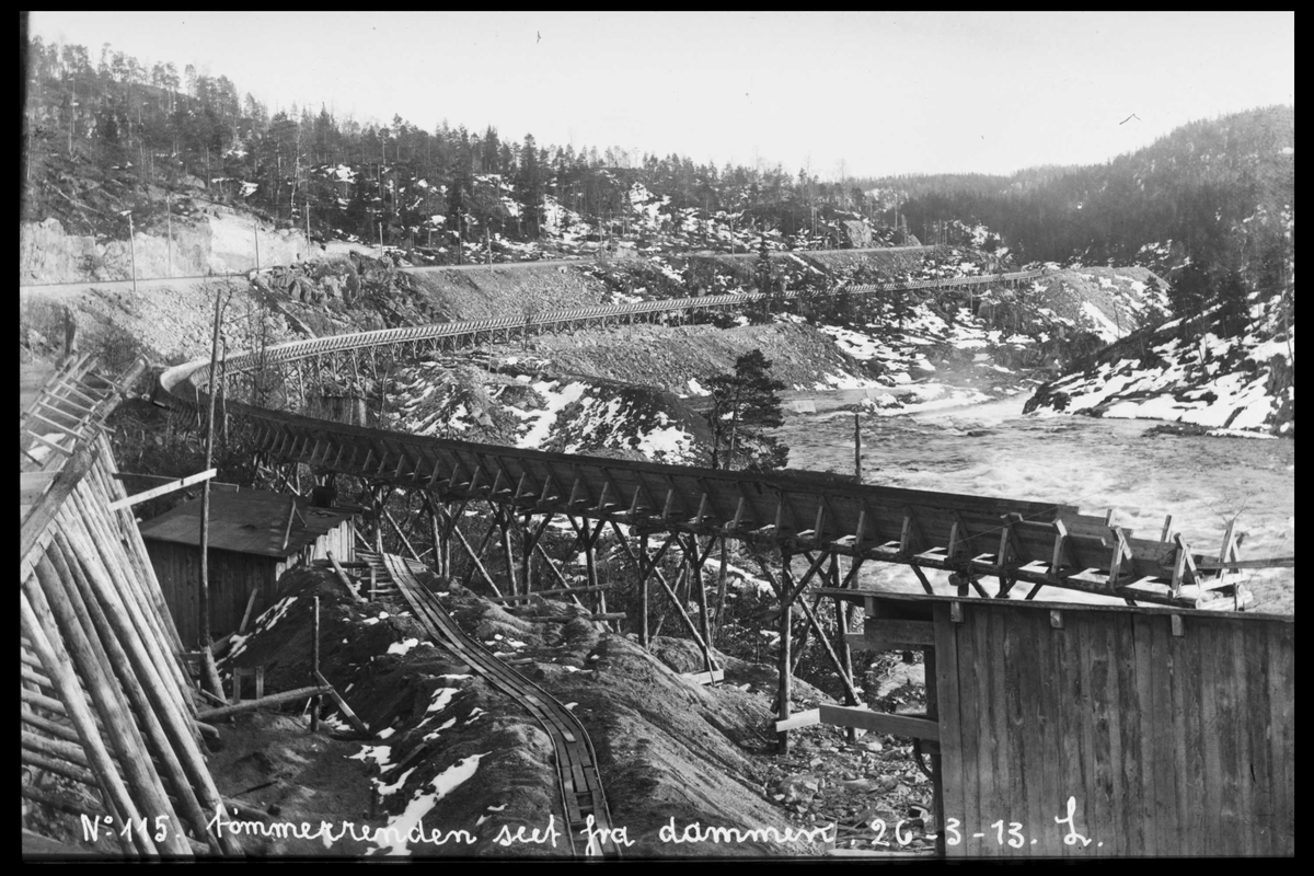 Arendal Fossekompani i begynnelsen av 1900-tallet CD merket 0565, Bilde: 80 Sted: Haugsjå Beskrivelse: Tømmerrenna sett fra dammen