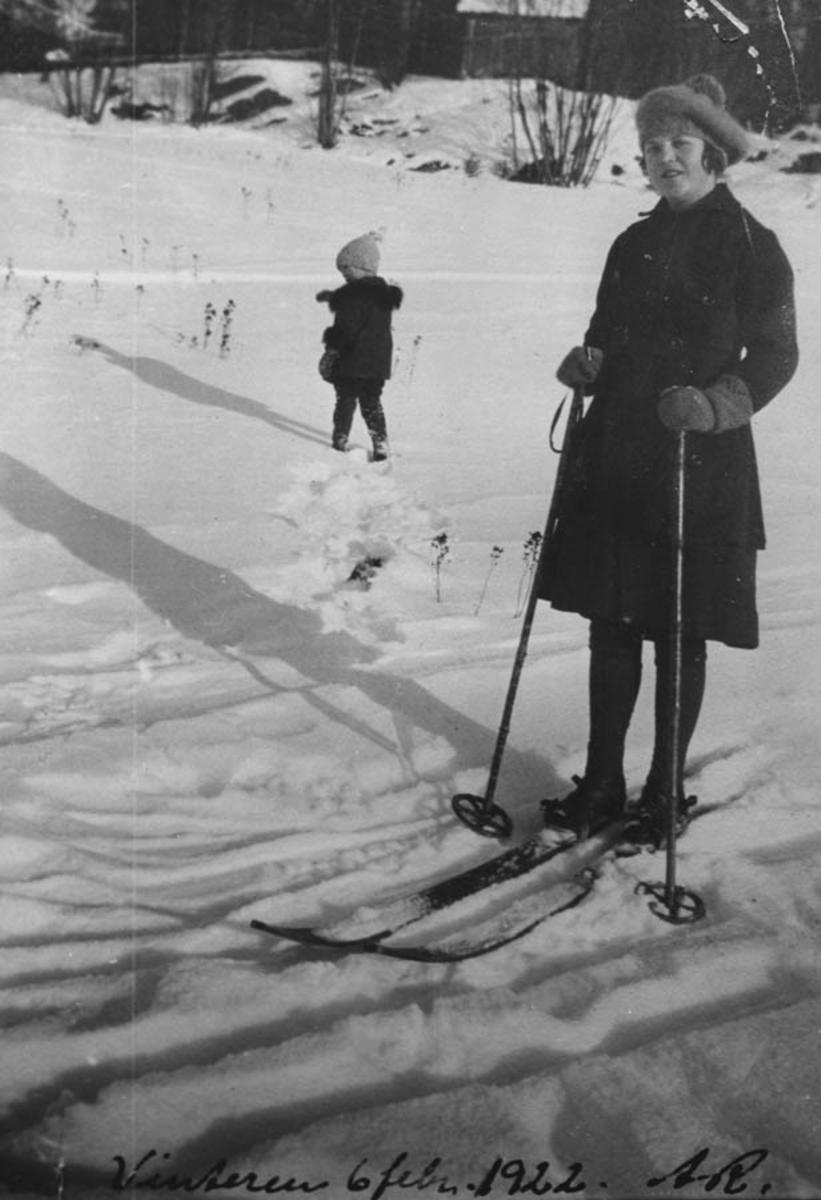 En jente på ski.