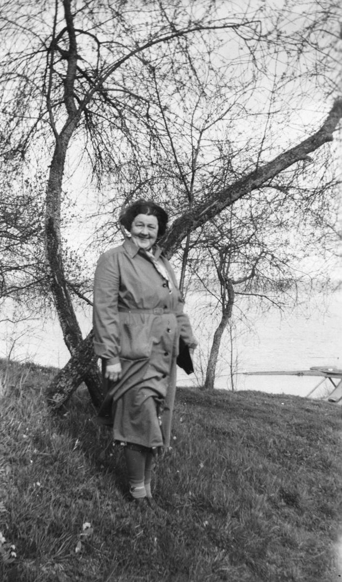 Tora Skovholt - hun tok seg gjerne en tur og besøkte folk.
