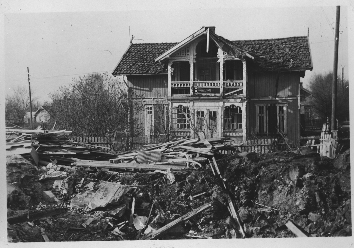 Hus skadet av splinter og lufttrykket etter bombene 29. april