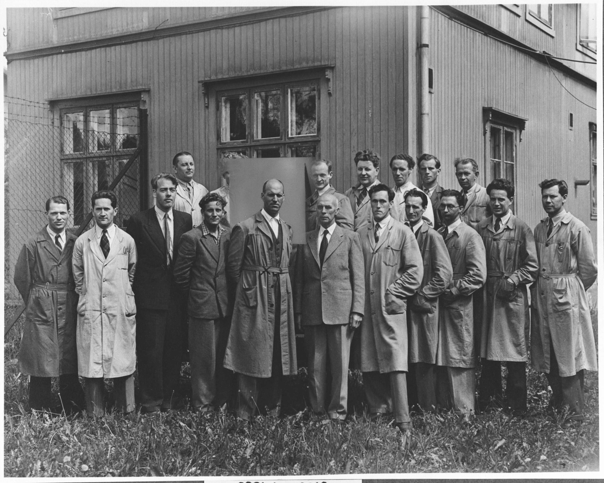 Gruppebilde av funksjonærer og ingeniører fra Strømmens Værksted