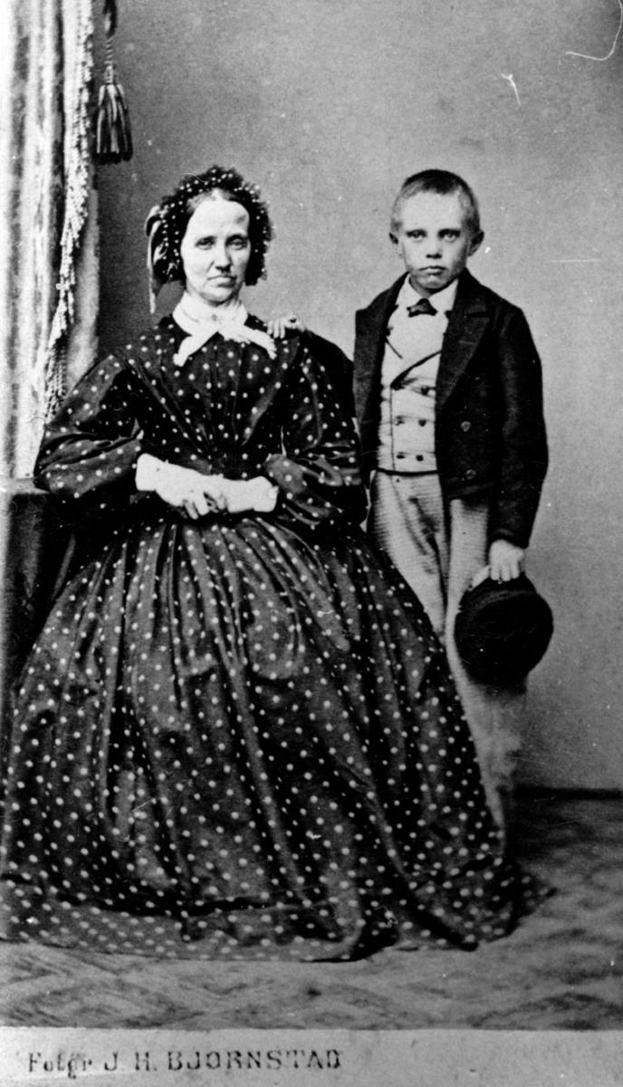Abigard Hansdatter Foss og hennes sønn, Herman Magnus Foss.