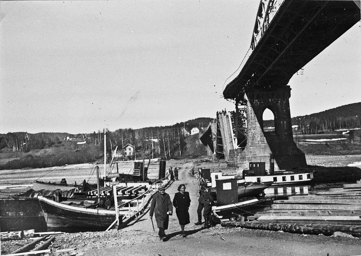 Provisorisk bro ved Minnesund like etter invasjonen i april 1940.