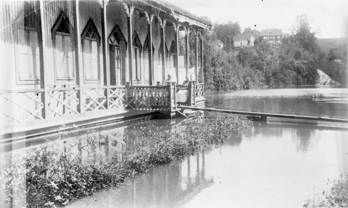 Eidsvoll Bad. Badehuset nederst i Holsevja