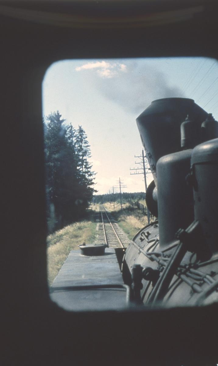 Utsikt fra fyrbøterplassen på lokomotivet